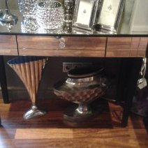 Tükrös fésülködő asztal